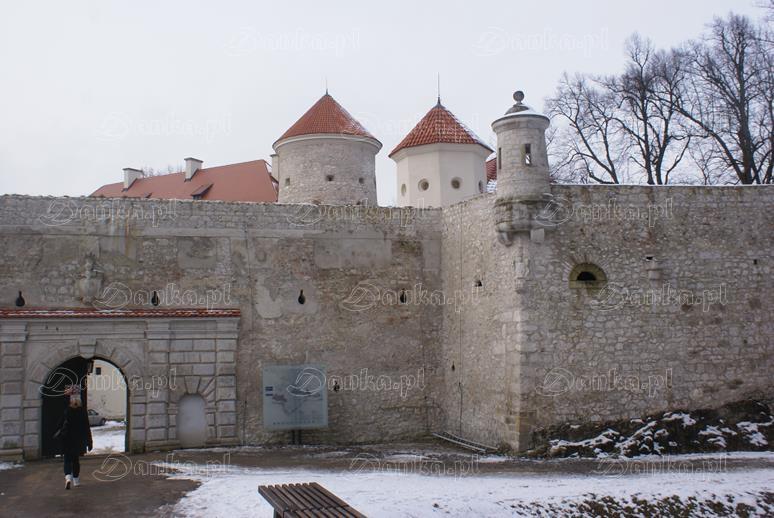 Zamek-na-Pieskowej-Skale-02-Danka